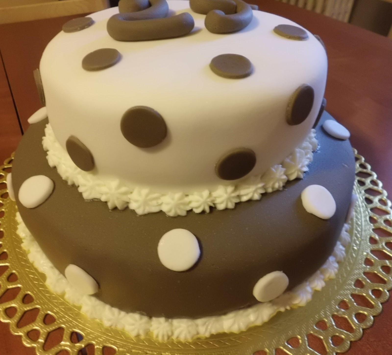 Un assaggio del mio mondo la mia prima torta a due piani for Cianografie a due piani