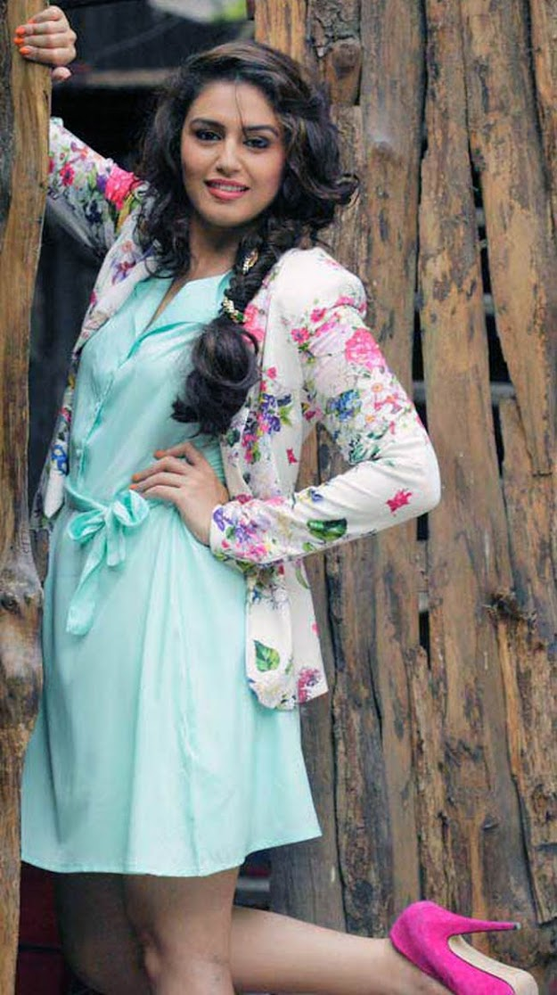 huma quereshi in light blue dress -  Bollywood New Comers 