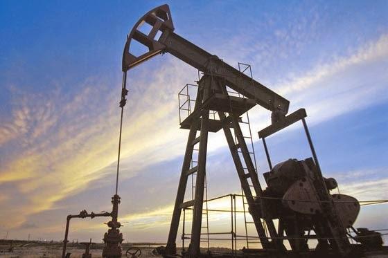 El petróleo cae por debajo del mínimo de la crisis del euro