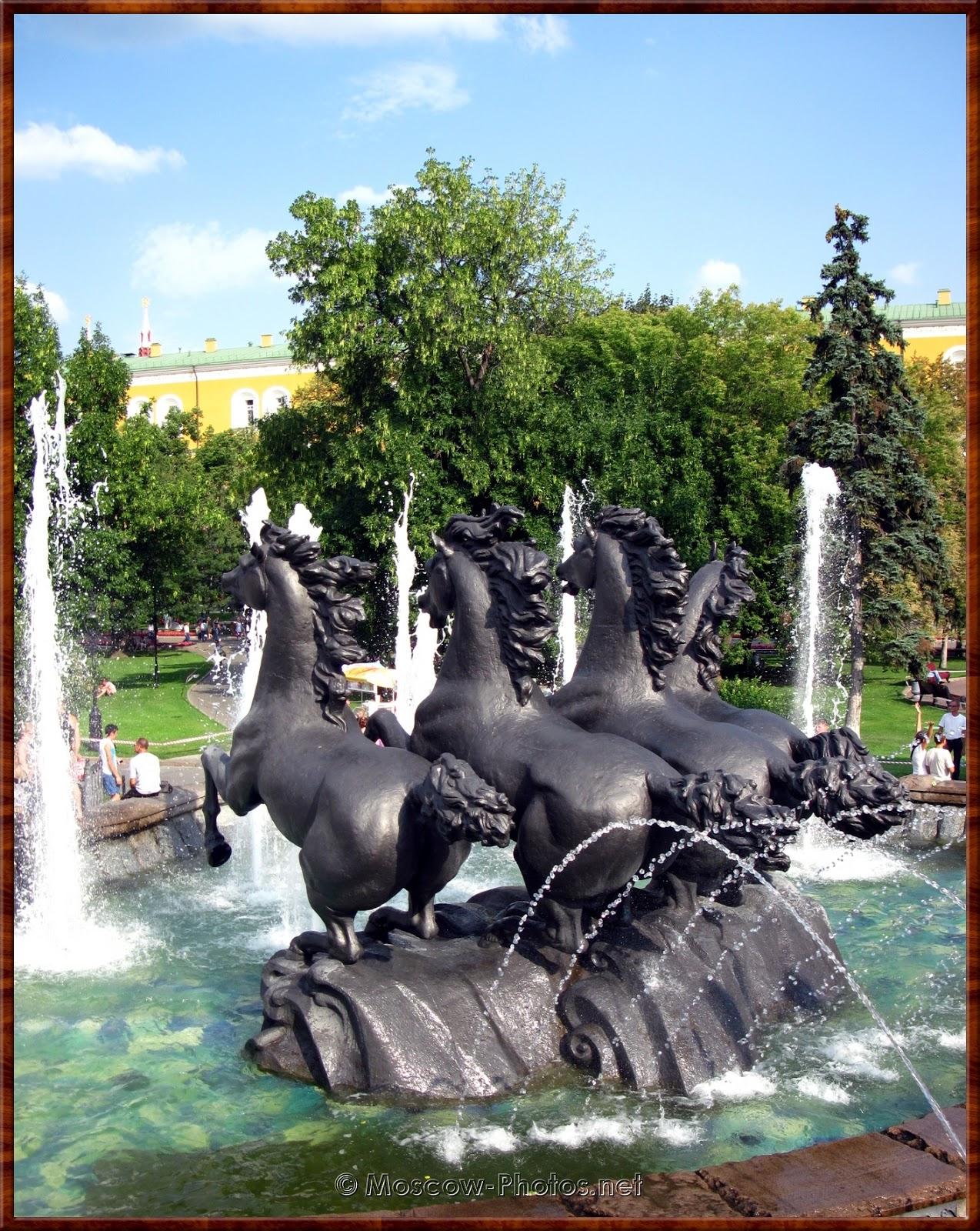Fountain with four horses. Alexander Garden.