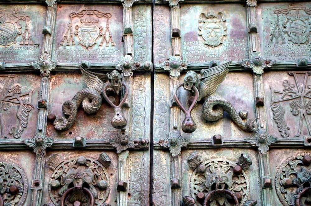 Hauptportal der Kathedrale in Troia (Apulien)