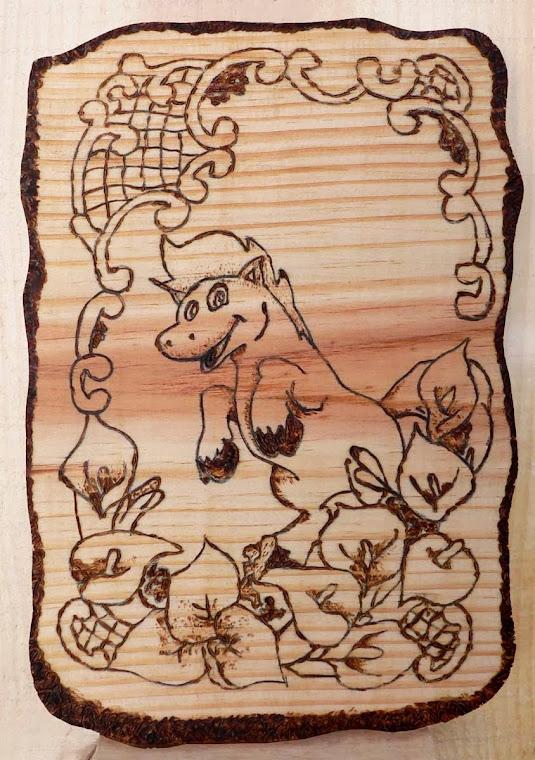 Arte da pirografia em madeira maciça