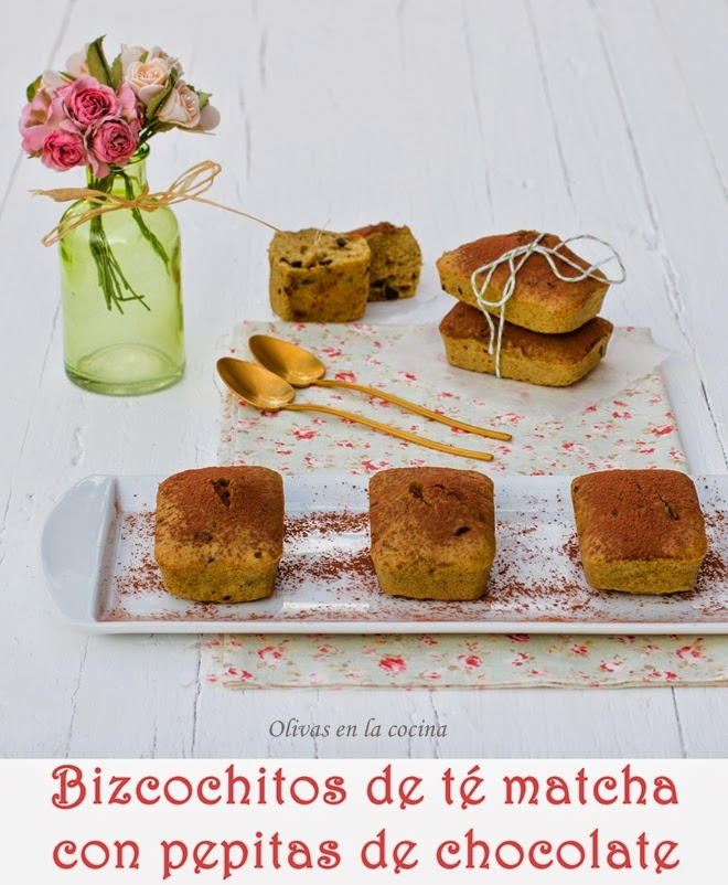 Bizcochitos de té matcha con pepitas de chocolate