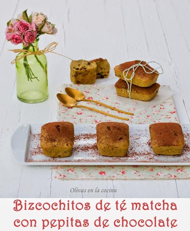 Bizcochitos de té matcha con pepitas de chocolate