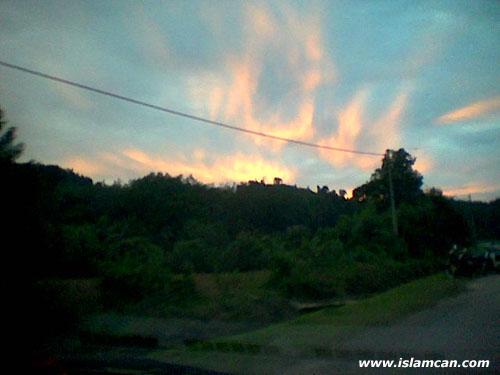 http://3.bp.blogspot.com/-hTDWgy61bU0/T7-wIg9qIzI/AAAAAAAAAXY/Zmfp8Qr46B0/s640/indonesia-clouds2.jpg