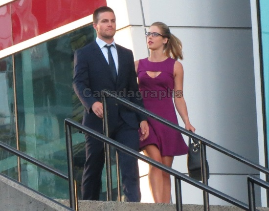 OLIVER QUEEN (STEPHEN AMELL) Y FELICITY (EMILY BETT RICKARDS)