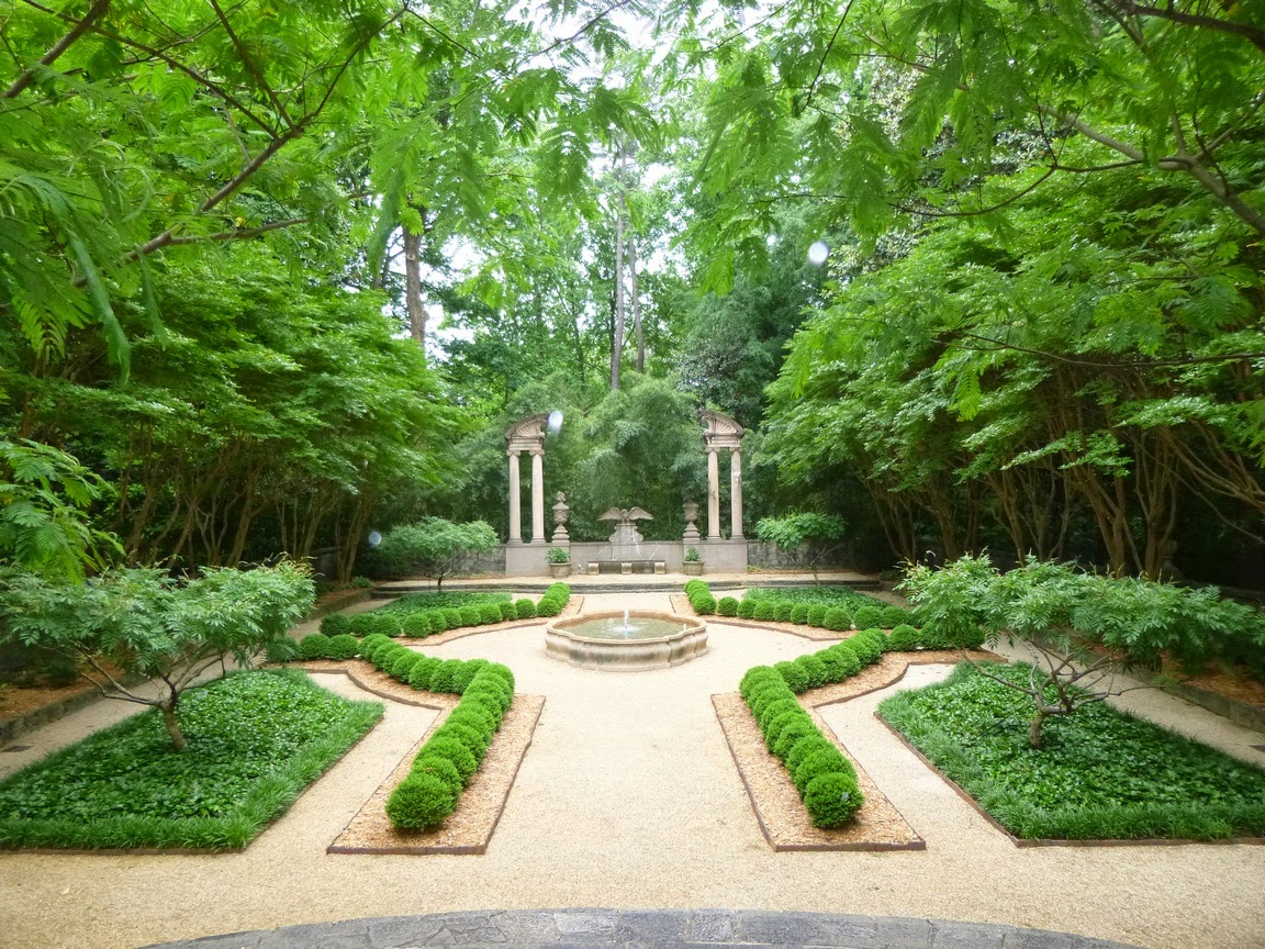 Formal Swan House garden, Atlanta, Georgia