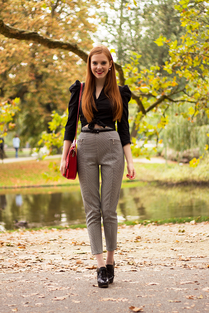Fall outfit with cropped pants and knotted blouse