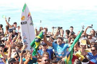 SURF - Adriano de Souza es el nuevo campeón del mundo