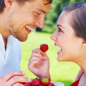 6 Foods for Better Sex  - man and woman eating