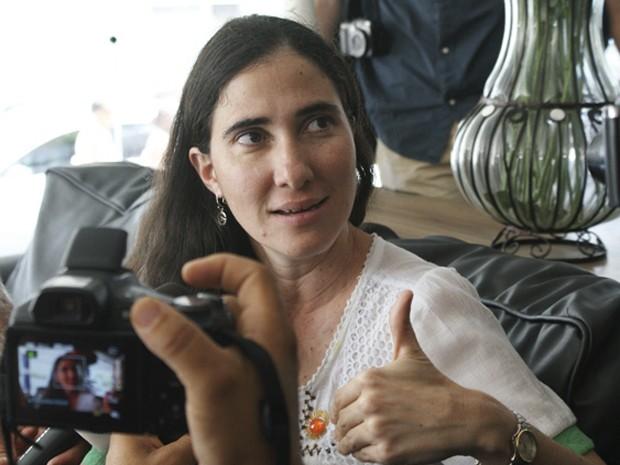 Resultado de imagen para Yoani entrevistada en una de las salas del hotel de Feira de Santana