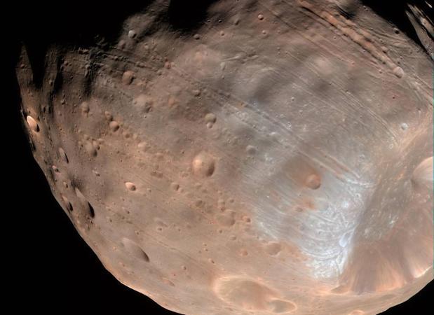 Fobos, la luna de Marte cuyo nombre significa en griego «miedo» y «pánico», tiene los días contados