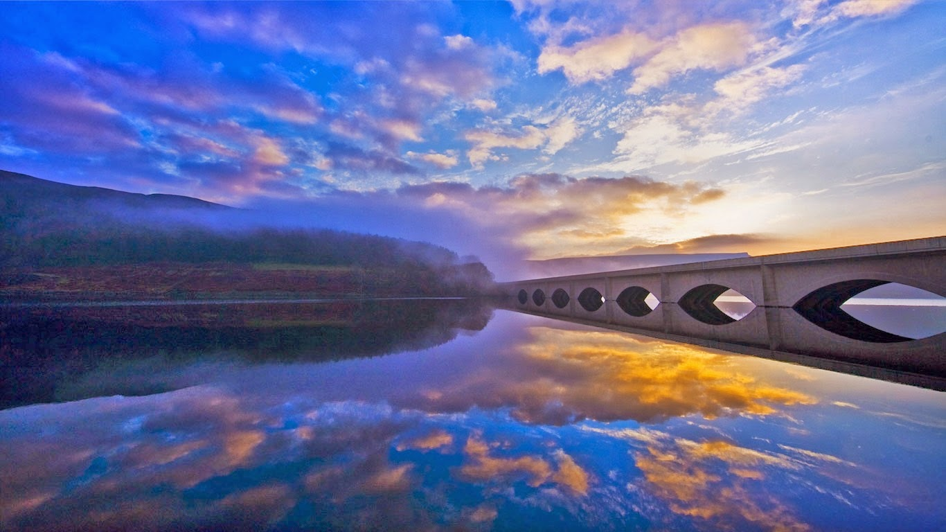 Early morning at Ladybower Reservoir in Peak District National Park (© Zixin Chen/National Geographic) 284