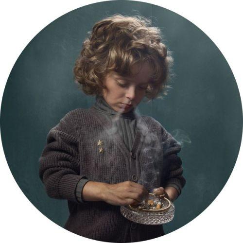 frieke janssens fotografia crianças fumando