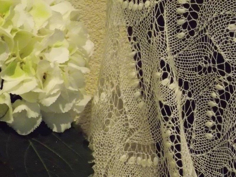 Te KOOP: ecru ivoorkleurige sjaal.