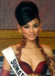 gadis cantik sexy bugil hot putri indonesia bergaya
