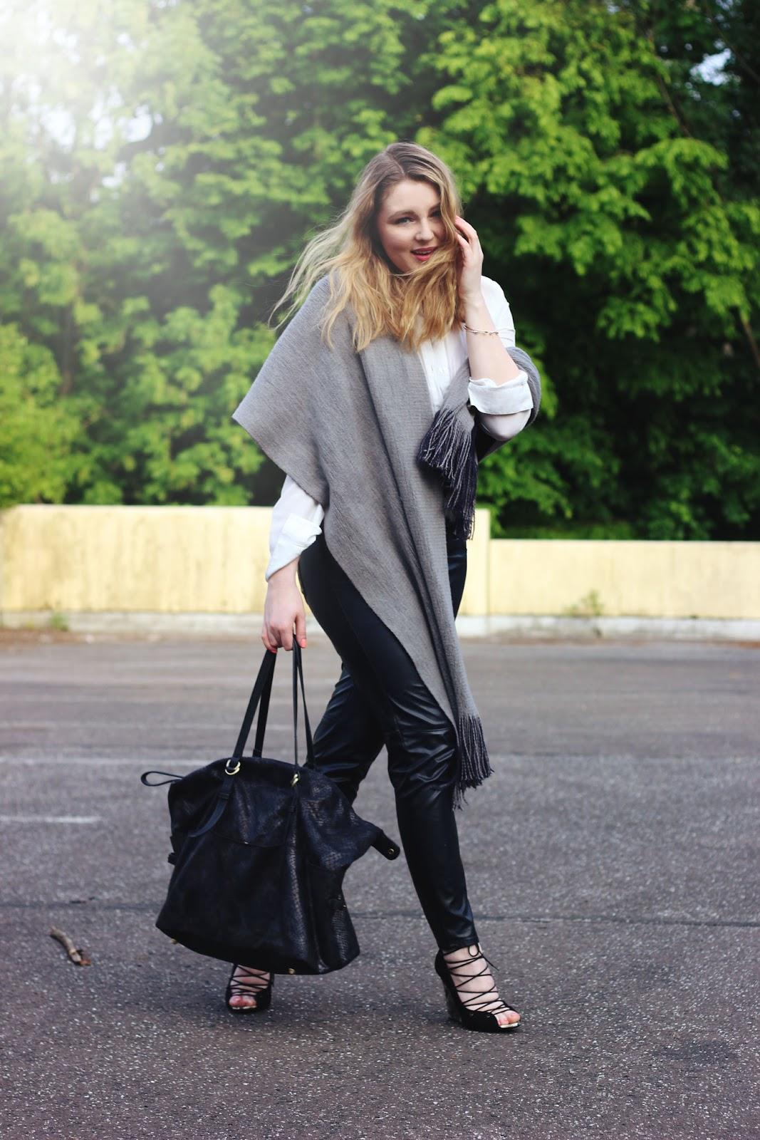 outfit, style, hamburg, zara, black wegdes, lace up, leather pants, white shirt, monochrome
