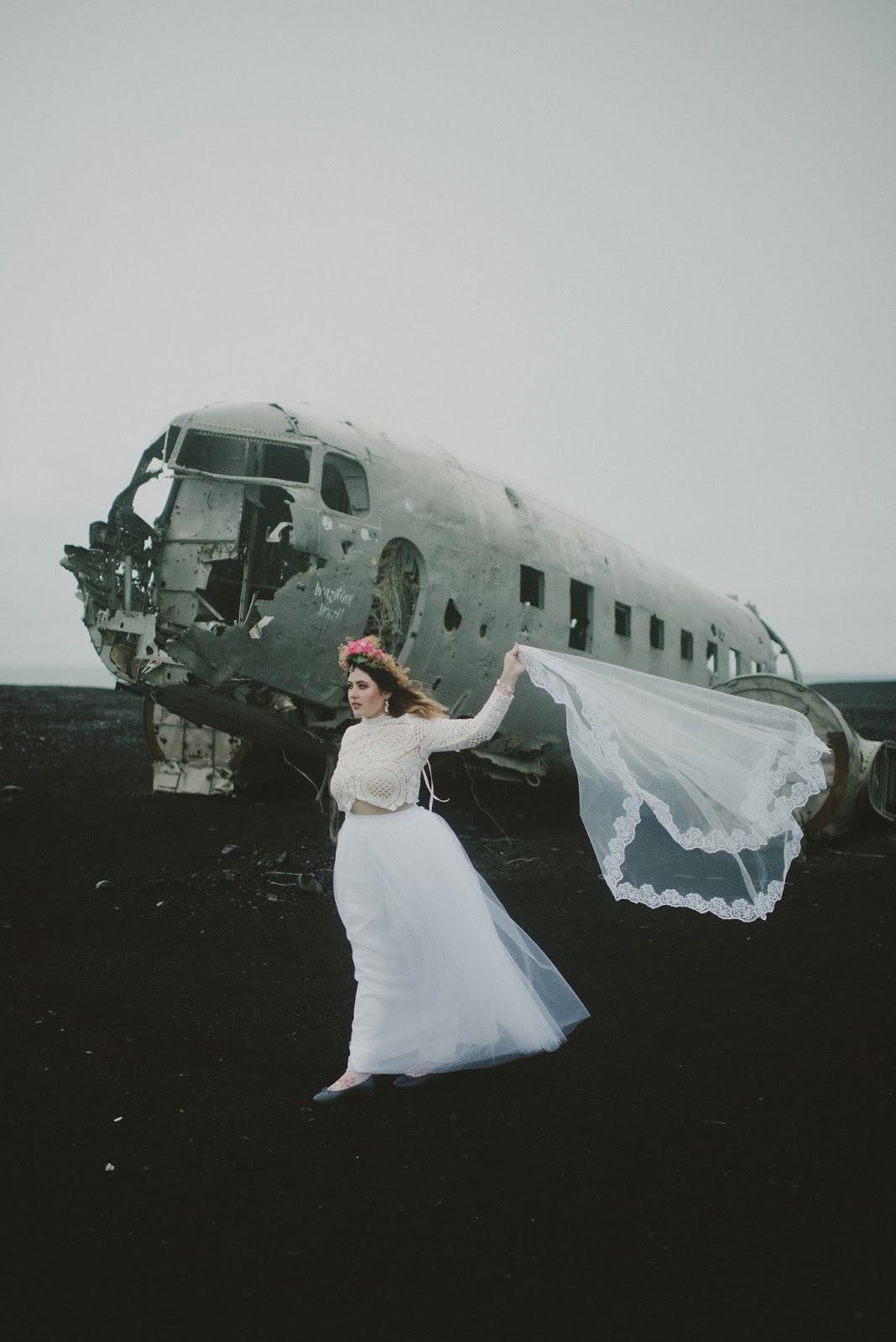 Iceland, plane, wreck, wedding, photos, bride,