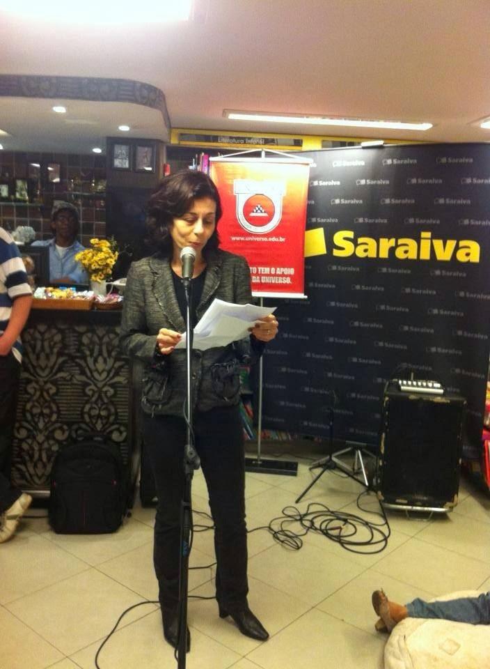 Bia Tannuri - Corujão da Poesia