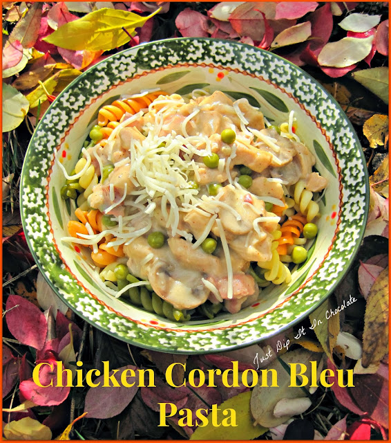 Chicken Cordon Bleu Pasta Recipe, No need to roll fold or stuff with this recipe, it all comes together in a creamy sauce with all the great flavors of the well known international classic! #chicken #chickenrecipe #pasta #chickencordonbleu
