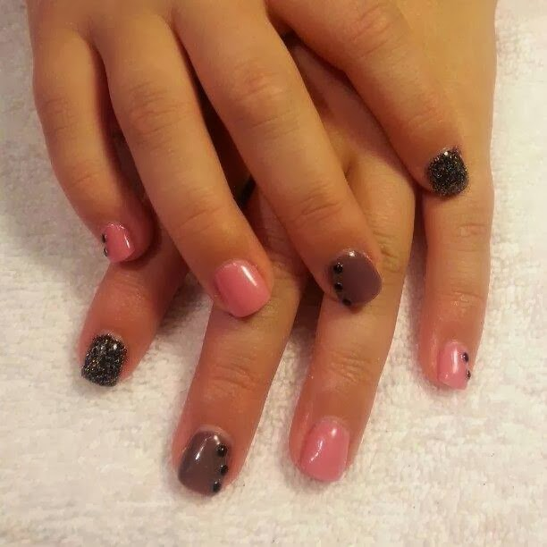 simple ombre design with mixed colors and black bead feats. LED-polish-manicure-OPI-Nail-Polish-Lacquer-Pedicure-care-natural-healthcare-Gel-Nail-Polish-beauty-Acrylic-Nails-Nail-Art-USA-UK