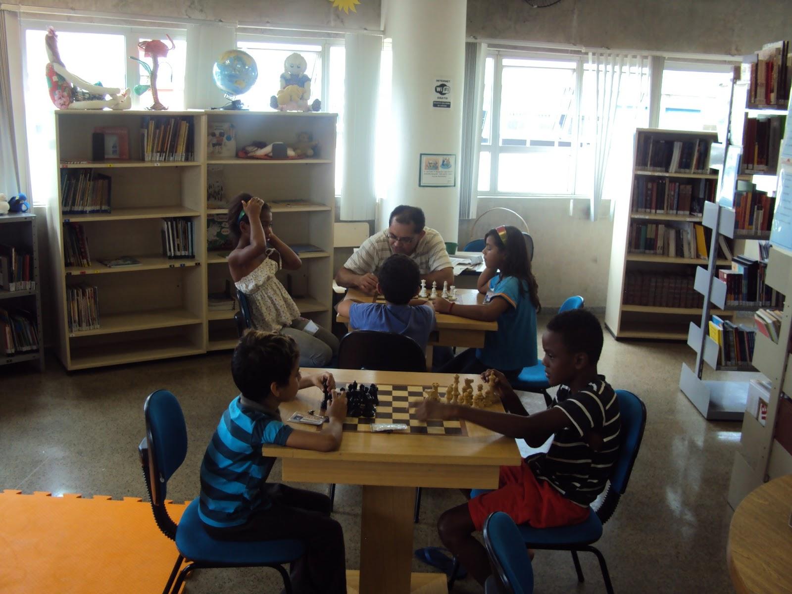 Biblioteca ceu vila rubi oficina de xadrez for Biblioteca para oficina