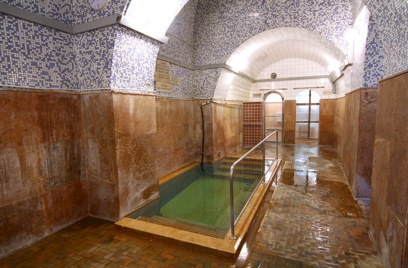 Travel Diaries Budapest: Kiraly Thermal Bath
