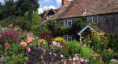 The domestic curator the informal cottage garden florals for Definition of a cottage house