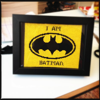 korsstings broderi. Batman logo. I am Batman.