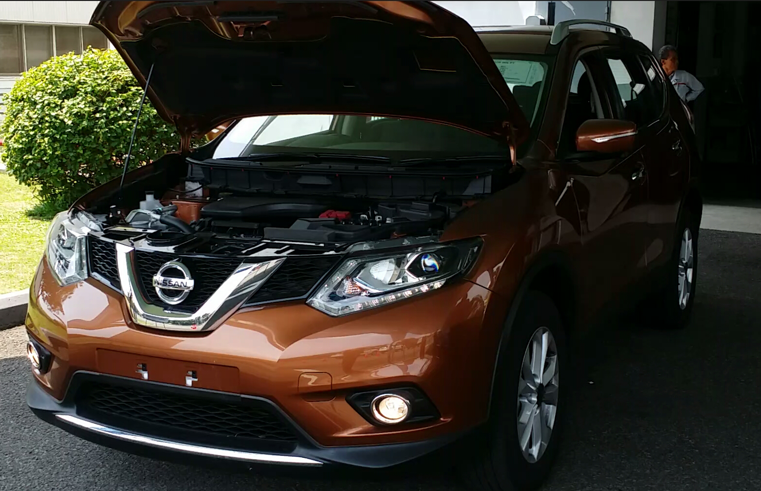 Nissan New Xtrail warna Bronze