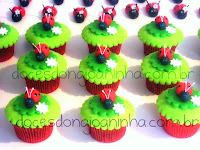 cupcakes e docinhos modelados de joaninha