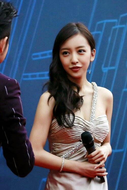 Itano-Tomomi-Pada-Sebuah-Acara-Award-Chart-V-Ke-3-di-Beijing