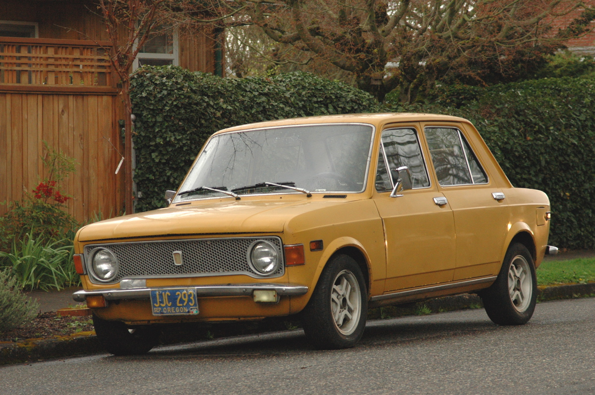 old parked cars 1973 fiat 128. Black Bedroom Furniture Sets. Home Design Ideas