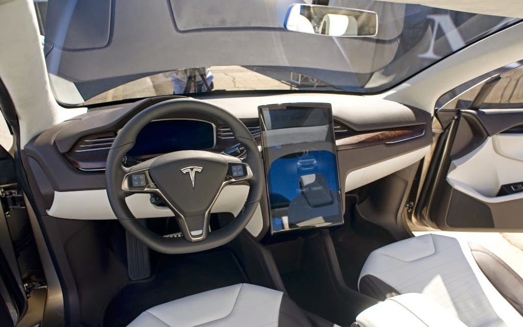 Tesla model x the suv that wants to compete the porsche for Interieur tesla model s