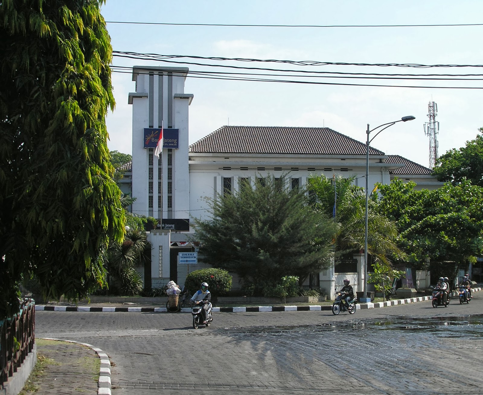 """the government and indonesian central bank 11 january, 2018  indonesia's central bank has for the first time issued a regulation designed to deal with financial technology (""""fintech"""") in general."""