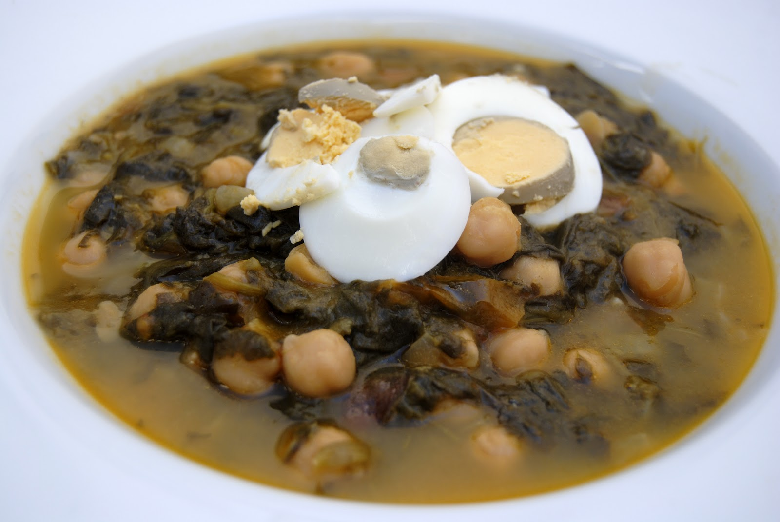 Potaje de vigilia con garbanzos y espinacas receta - Potaje con bacalao y espinacas ...