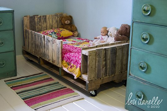 Willie And Henrietta Pallet Bed