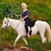 FOTOS: Lady Gaga paseando en su yegua en Malibú - 28/01/16