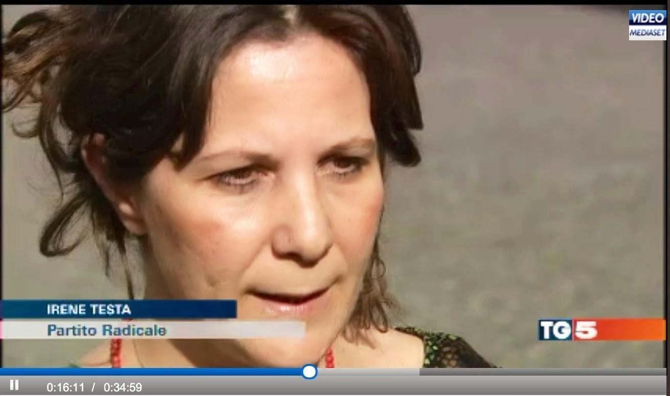 Autodichia/servizio tg5 intervista Irene Testa