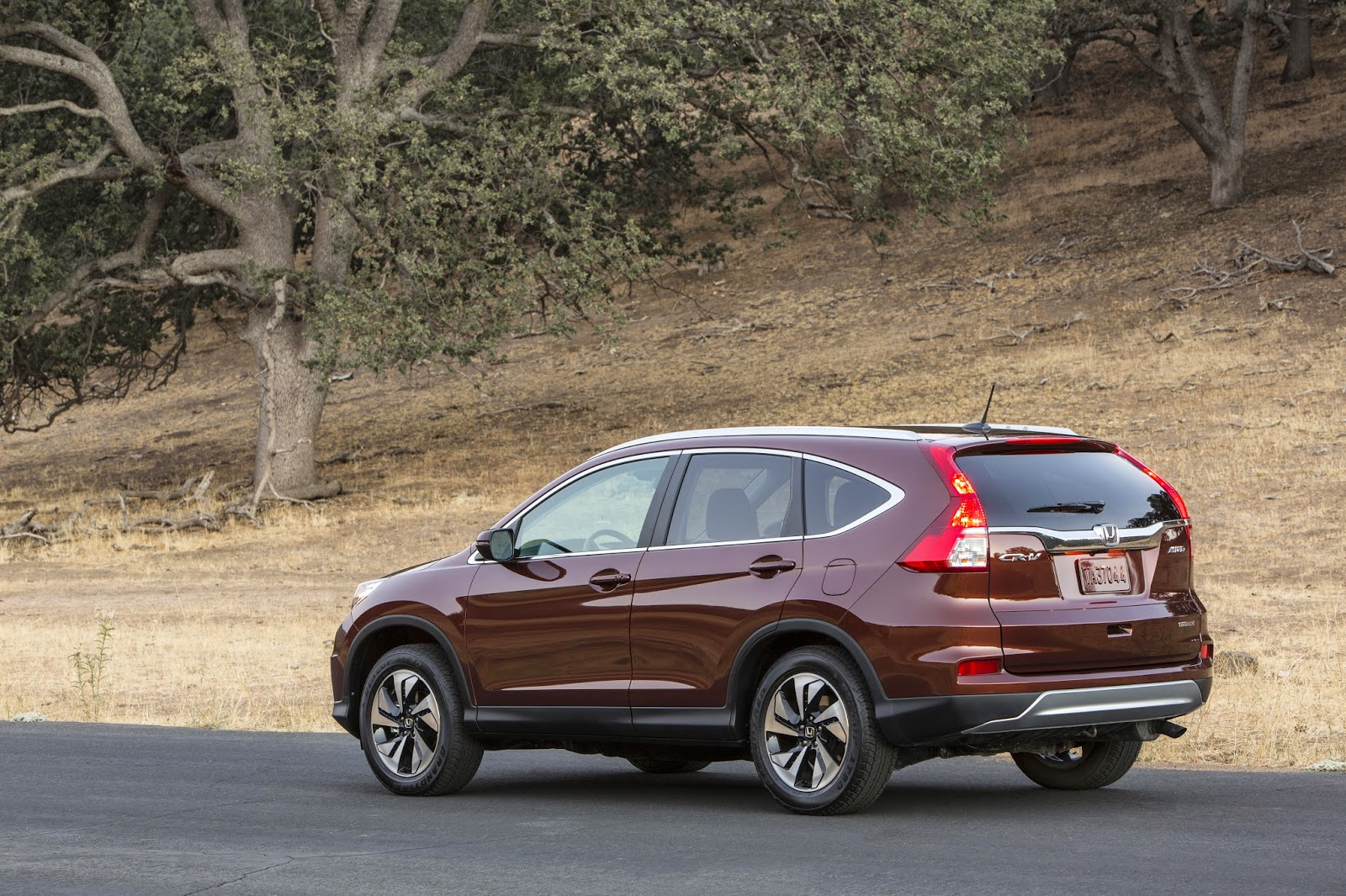 Rear 3/4 view of 2015 Honda CR-V Touring
