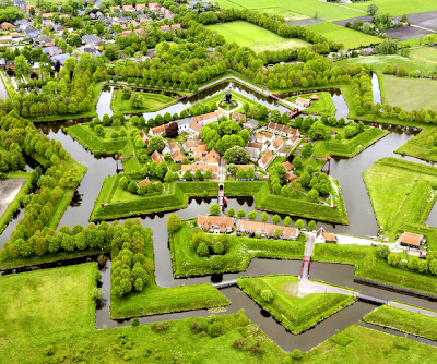 Fuerte en forma de estrella en Los Pases Bajos - Fort Bourtange at Groningen, Netherlands.