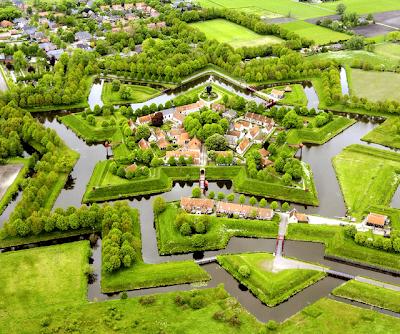 Fuerte en forma de estrella en Los Países Bajos - Fort Bourtange at Groningen, Netherlands.