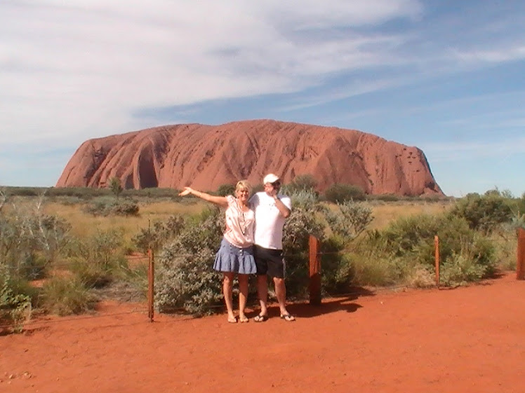 US @ AYERS ROCK N.T