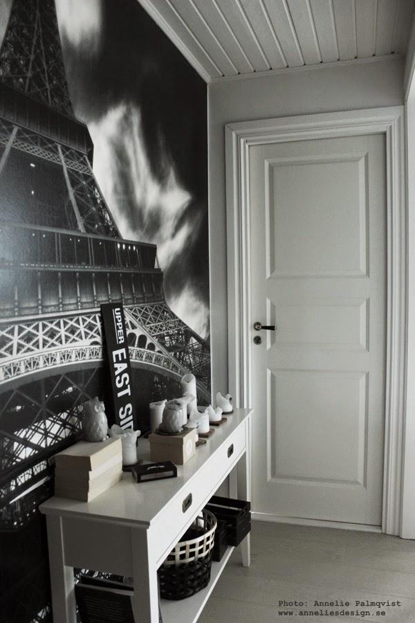 fototapet, eiffeltornet, mr perswall, svart och vitt, svartvit, svartvita, svarta och vita, vit dörr, vita dörrar, spegeldörr, spegeldörrar, avlastningsbord, liten hall, hallen,