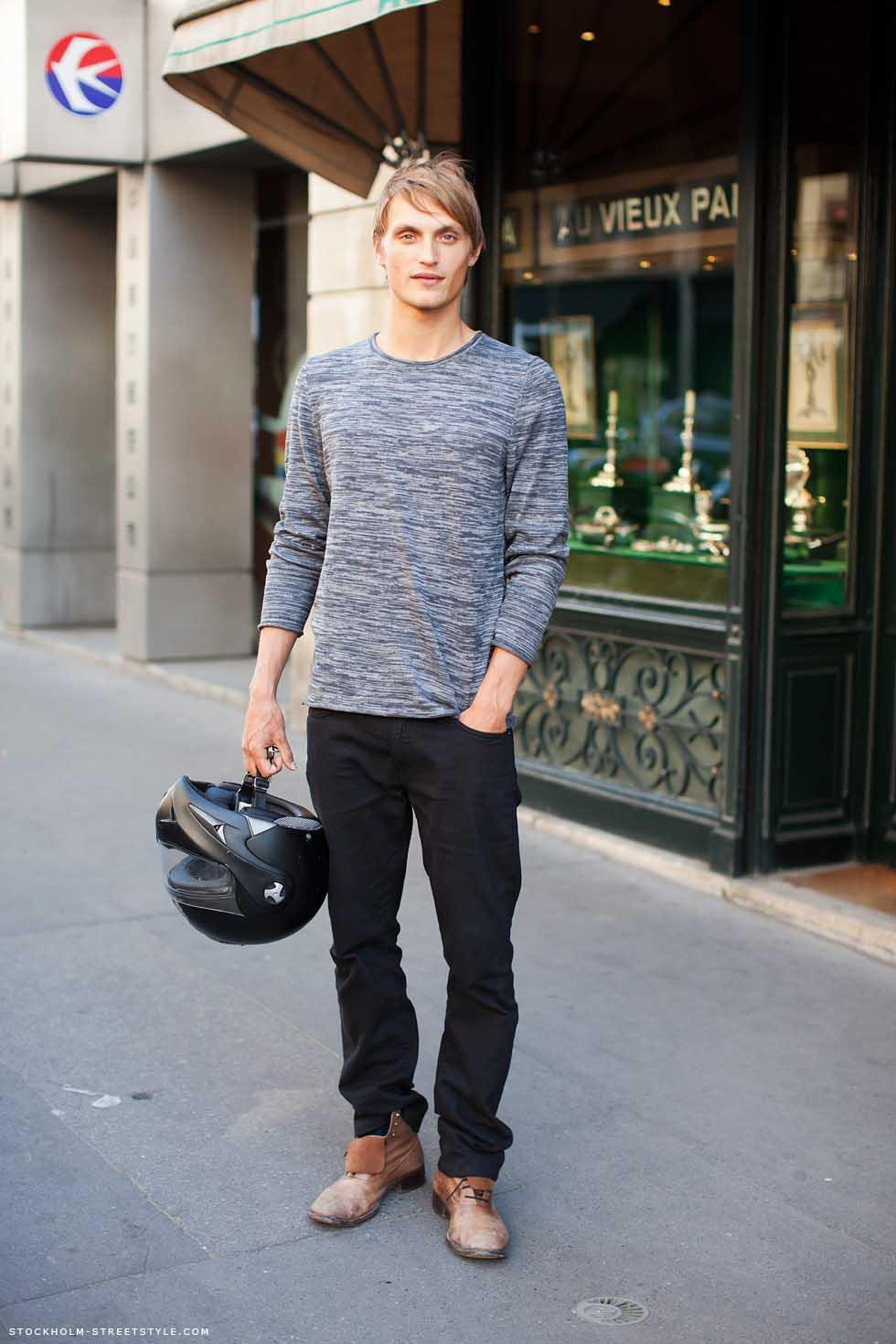 Sus botas hacen todo el outfit.