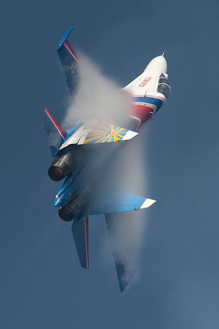 Su-27 vapor trail