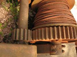 meshing gears in a winch