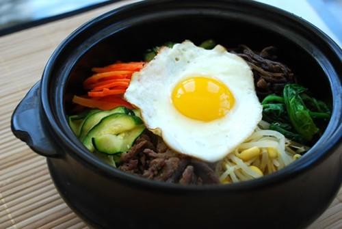 Bibimbap (Korean Rice Bowl with Vegetables and Beef)