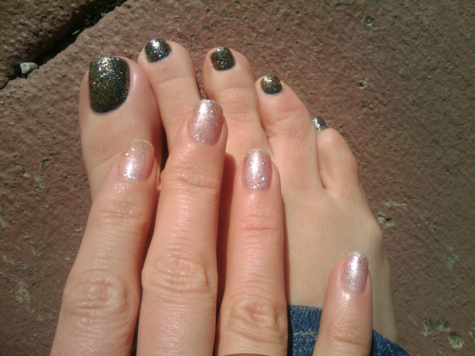 sparkle love: I love sparkles and nail polish!