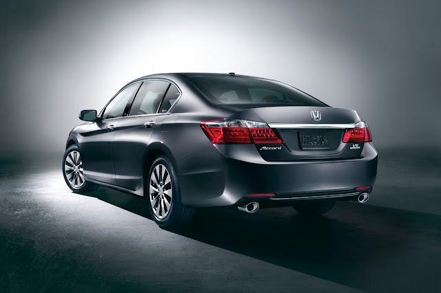 Rear 3/4 view of 2013 Honda Accord